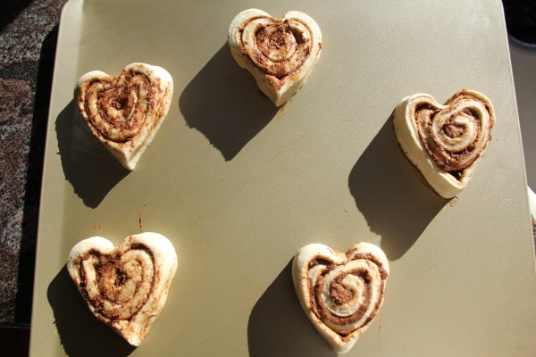 heart shaped cinnamon buns