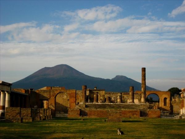 Pompeii-Mount_Vesuvius